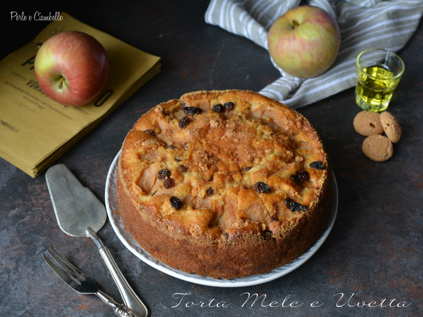 CAKE OF APPLES AND SULTANAS